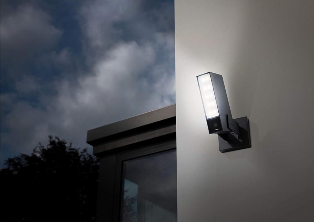 caméra avec système d'éclairage netatmo